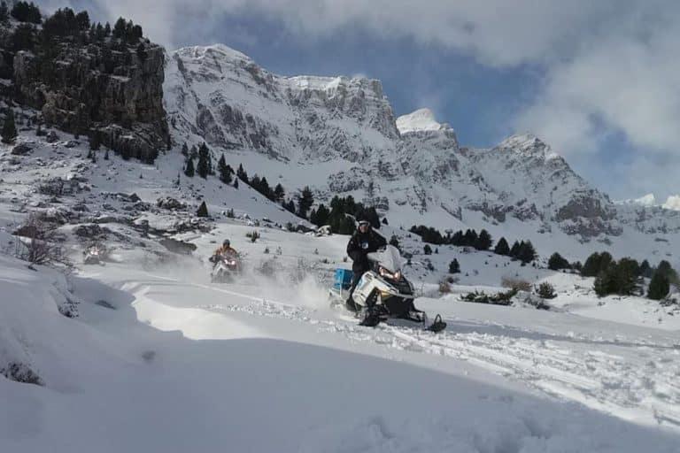 motos-de-nieve-accion-pirineos-con-motoristas