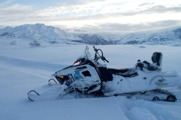 motos-de-nieve-accion-pirineos-moto-voyageur