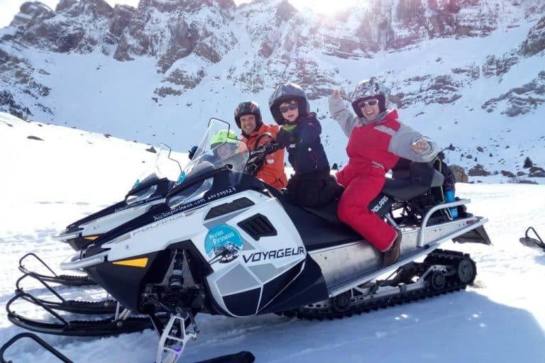 motos-de-nieve-accion-pirineos-voyageur